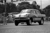 69984  - Tom Stirling, Ford Cusomline - Caslleriegh Drags 1969 - Photographer David Blanch