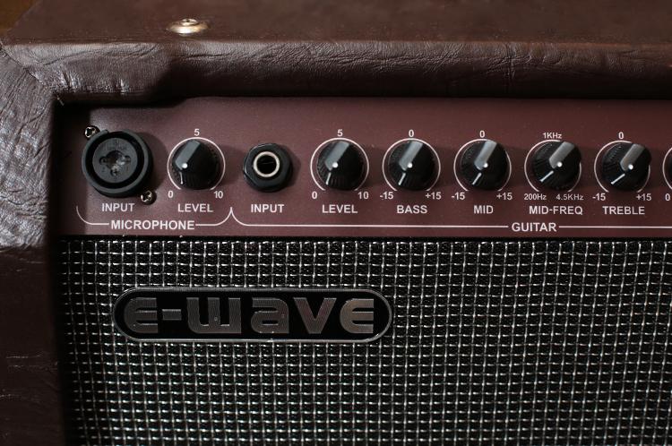 e-wave-ae-30-acoustic-guitar-amp-2.jpg