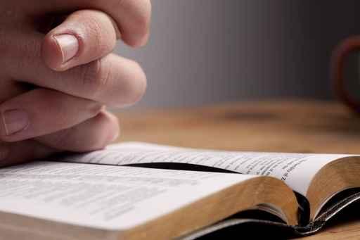 comp-praying-hands-fotolia-36299523.jpg