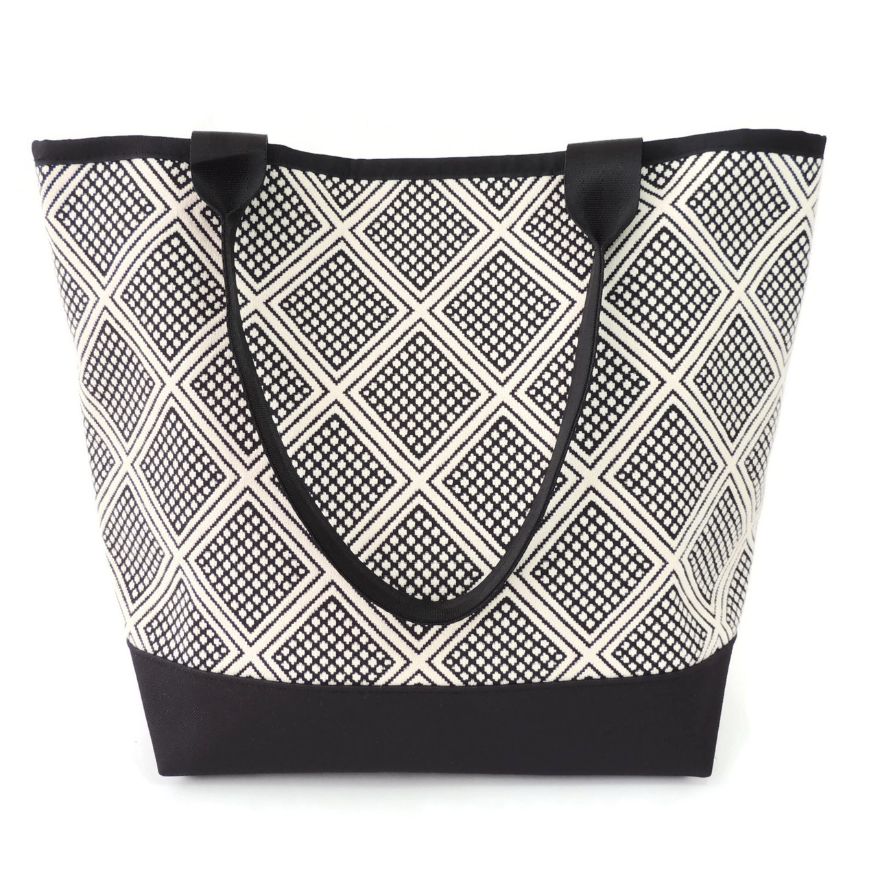 Signature Tote in Astor