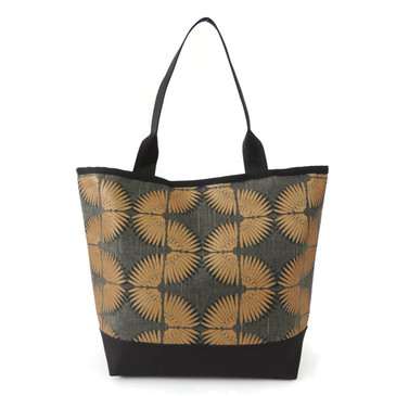 Signature Tote in Classon