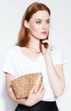 Small Standing Pouch in Metallic Pebble Cork