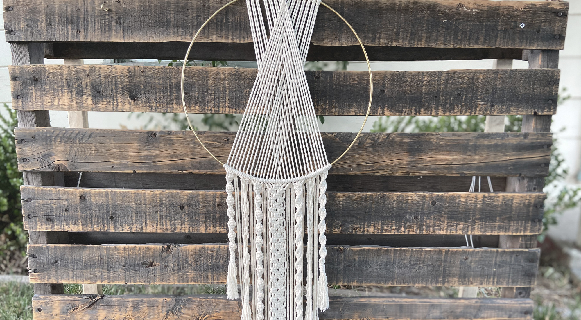 Knotted Ivory