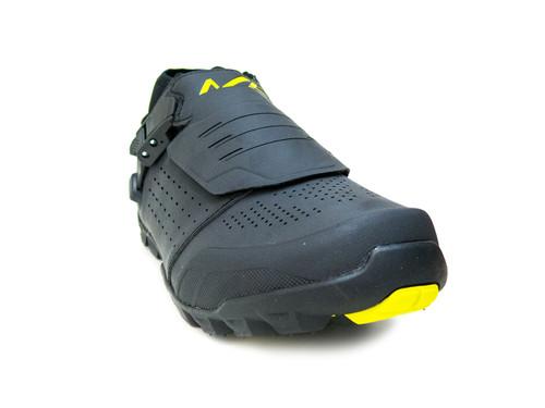 Shimano ME701 Mountain/Trail Bike Shoes, Black, Front Right