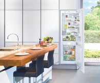 LIEBHERR 279L INTEGRATED FRIDGE/FREEZER WITH ICE MAKER - SICN3366