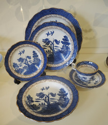 Vintage Booths Real Old Willow Dinner set for 8 people