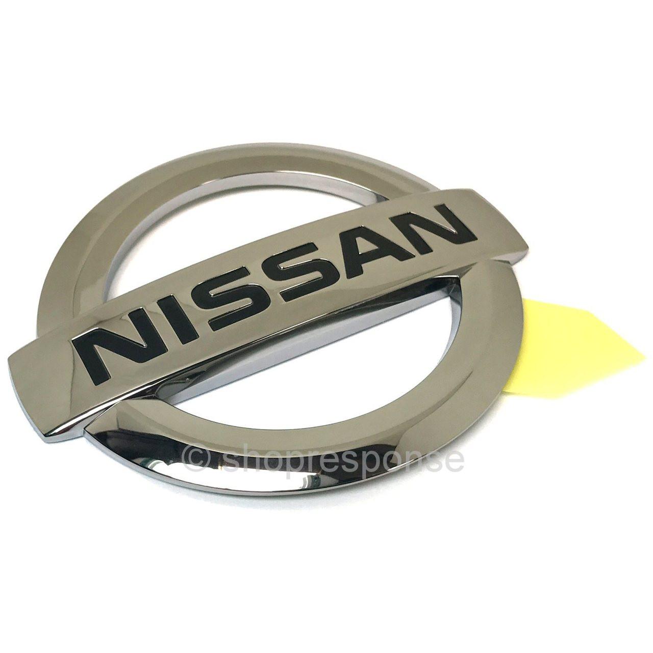 nissan_gtr_r35_rear_nissan_emblem_1__705