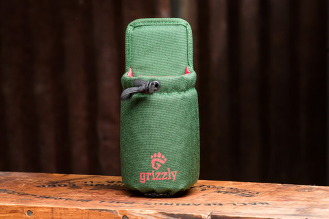 As with all of the products in the Grizzly Modular Component System, the Snake River is made of heavy duty tough 1000 Denier Cordura and measures 8.5 H x 3.5 W X 4.25 D and will come in handy wherever your adventure takes you.