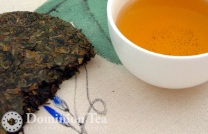 2009 Aged Oolong Tea Cake and Infusion
