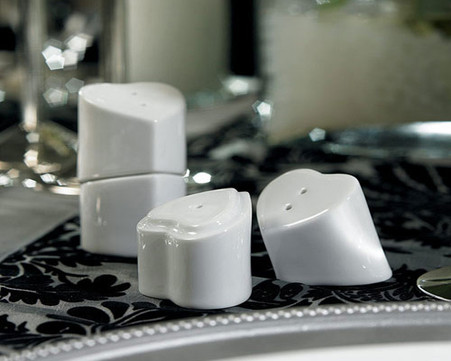 Wedding Favors Canada - Weddingstar Heart to Heart Interlocking Salt & Pepper Shakers. Salt and Pepper Shakers to make your day special.
