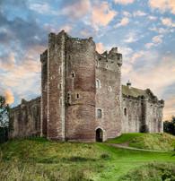 Outlander - Doune Castle (Castle Leoch) - Premium Diamond Painting - Square - 55x70  - Free Shipping