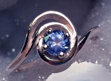 Montana sapphire 4mm swirl ring