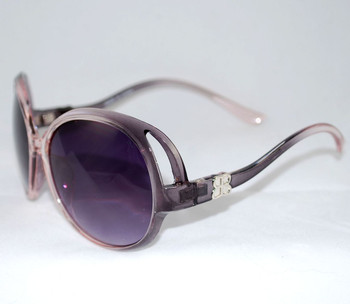 3/4 view of pink/gray sunglasses