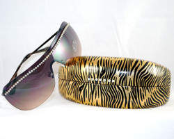 3/4 w/ another type of rimless sunglasses also available on site.