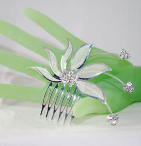 Front view of 6 petal bridal comb