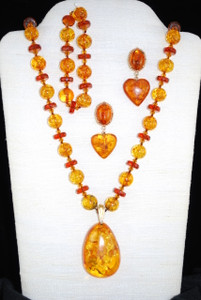 Full view of Amber set
