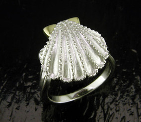 Steven Douglas Sterling silver and 14k gold Scallop ring