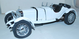 Diecast Vehicles: 1931 Mercedes Benz SSKL Premium Vehicle