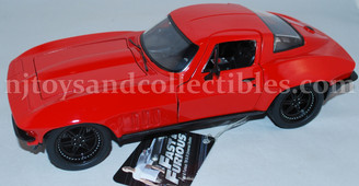 Diecast Vehicles: 1966 Chevy Corvette 1:24 Scale Vehicle