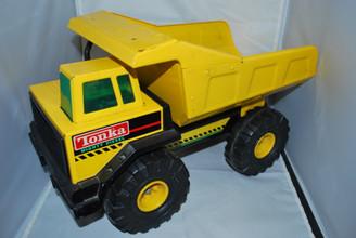 Tonka Mighty Diesel Pressed Steel XMB-975 Dump Truck
