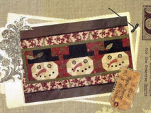 3 Olde Snow Heads table runner Buttermilk Basis 1245