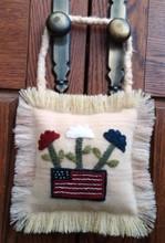 Patriotic,Flower,Box,July,door,hanger,designer, JPV,Designs,wool,appliqué,kit,Auntie,Jus,Quilt,Shoppe