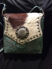 Medium sized cross body.  Not too small!