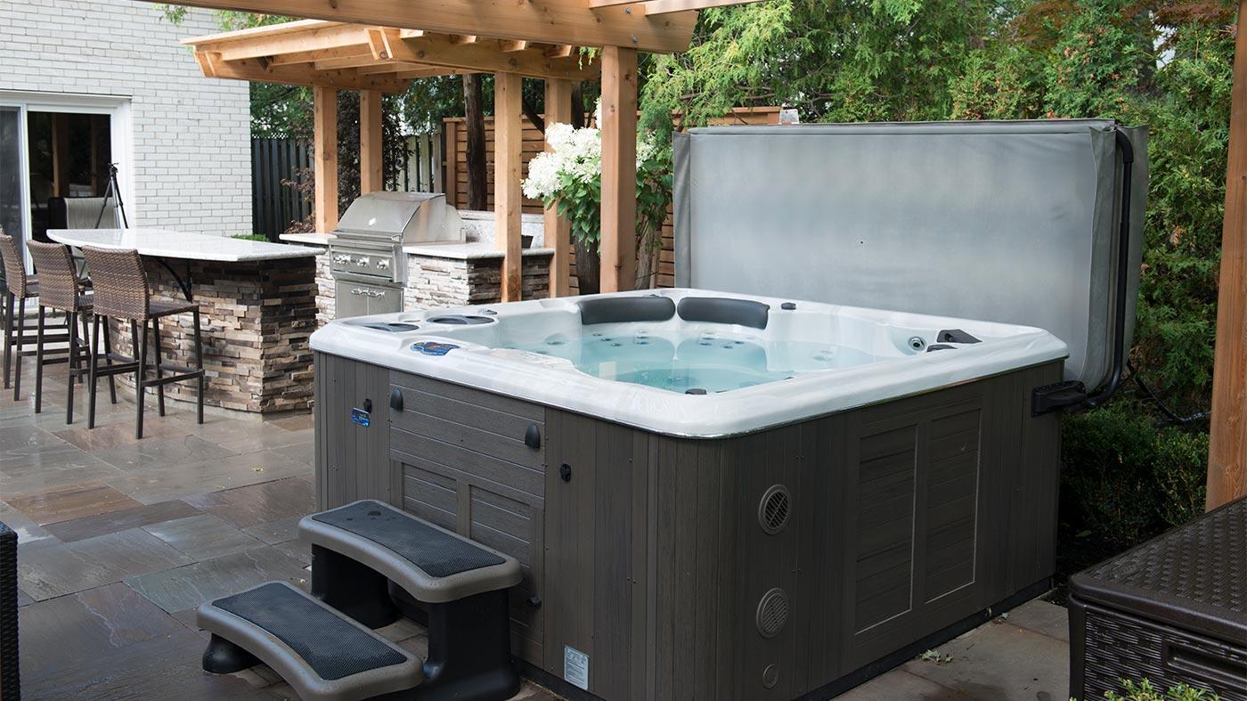hot-tub-cover-maintenance.jpg