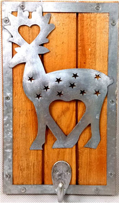 "Wood and metal hook - reindeer design 5""x8"""