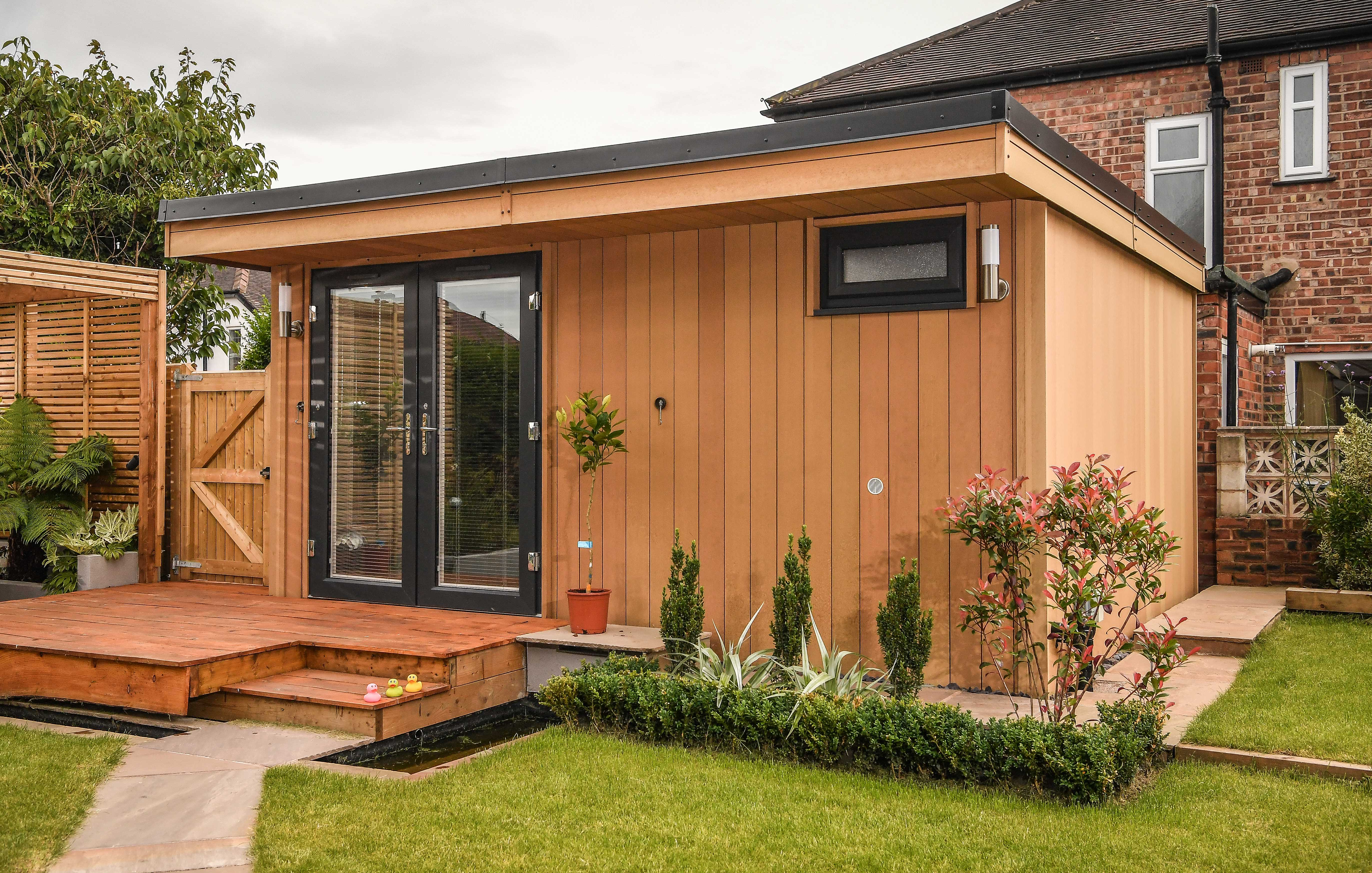 Garden rooms made with composite for Rooms under the garden