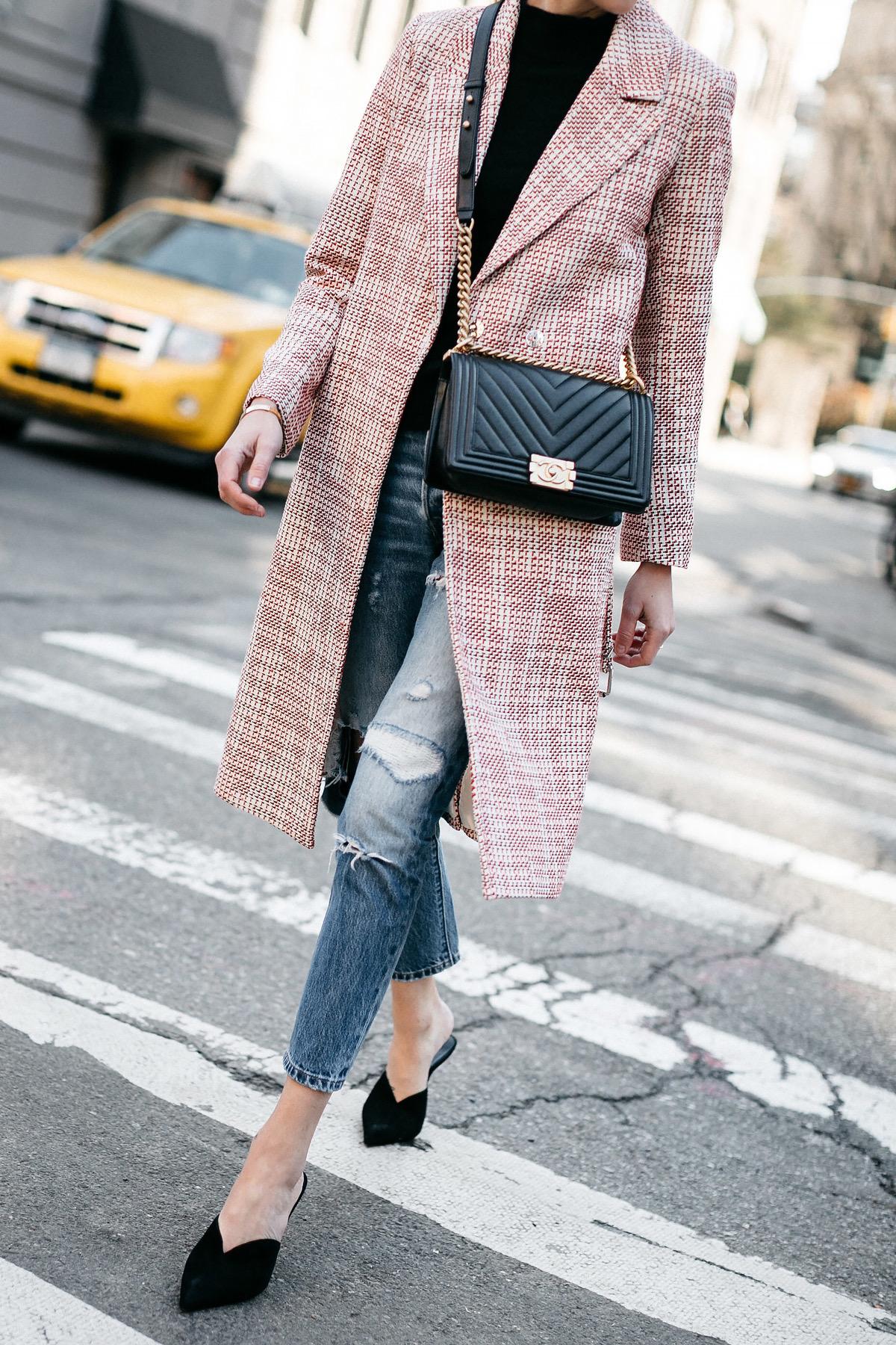 fashion-jackson-hm-tweed-coat-black-sweater-levis-ripped-jeans-black-pumps-chanel-black-chevron-boy-bag.jpg