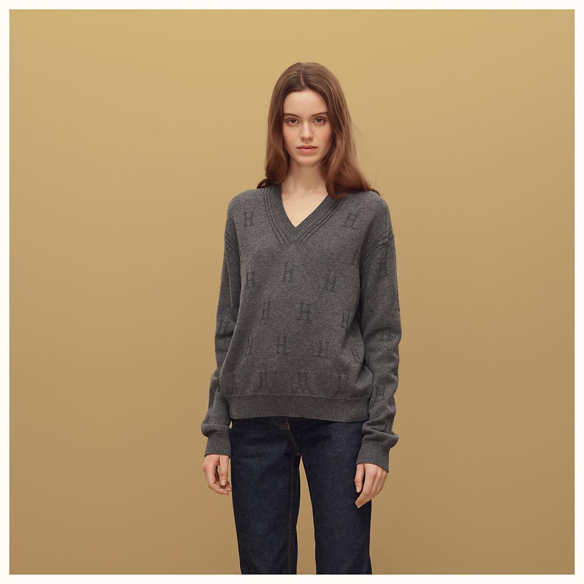 voyage-v-neck-sweater-992622dfs1-worn-3-50-0-1158-1158-b.jpg