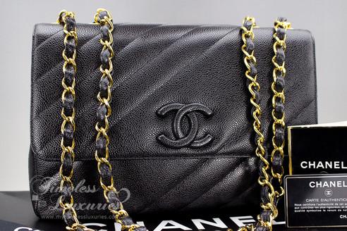 07241bcb8b682a CHANEL Black Caviar Vintage Jumbo Classic Flap Bag Gold Hw #3351213 ...