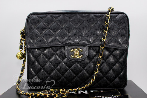 e5bd8bdf26e3 ... CHANEL Black Caviar Vintage Sac Camera Bag Gold Hw #3257066. Image 1
