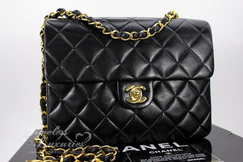 54e5e2d906eb ... CHANEL Black Lambskin Mini Classic Flap Bag Gold Hw  2334925. Image 1