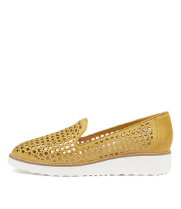 OSTA Flatforms in Yellow Leather