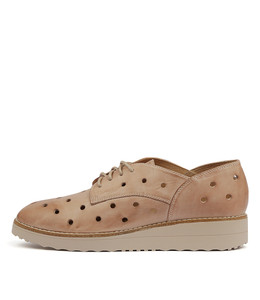 OAKER Flatforms in Nude Leather