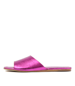 LEONCE Sandals in Fuchsia Metallic Crumble Leather