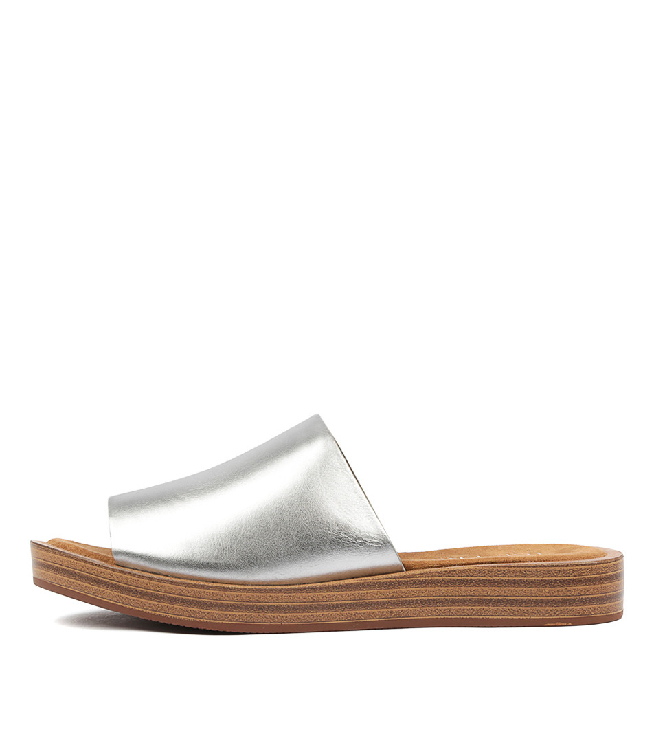 c787d9c70f61 ... FARON Sandals in Silver Leather. Image 1. Loading zoom