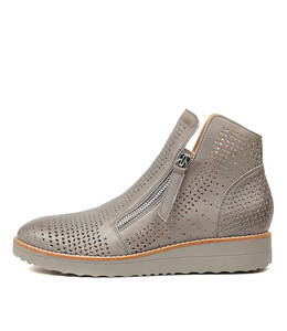 ONBEN Boots in Grey Leather