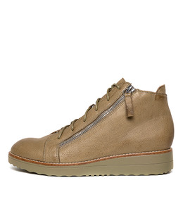 ORRA Boots in Khaki Leather