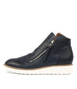 OHMY Boots in Navy Leather