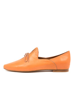 SOMMER Flats in Bright Orange Leather