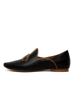 SOMMER Flats in Black/ Tan Leather