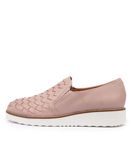OSCAT Flatforms in Pale Pink Leather