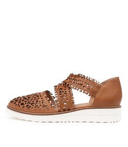 OLAY Flatforms in Dark Tan Leather