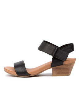 CHRISIE Sandals in Black Leather