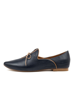 SOMMER Flats in Navy Leather