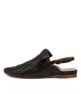 FLYE Flats in Black Leather