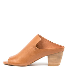 BREEZE Sandals in Dark Tan Leather